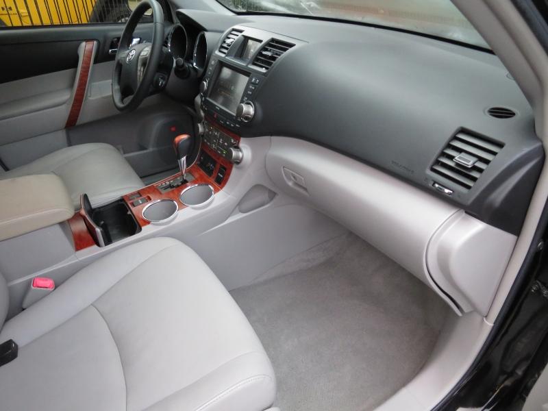 Toyota Highlander 2009 price $8,499