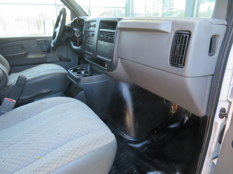 GMC Savana Cutaway 2003 price $8,995