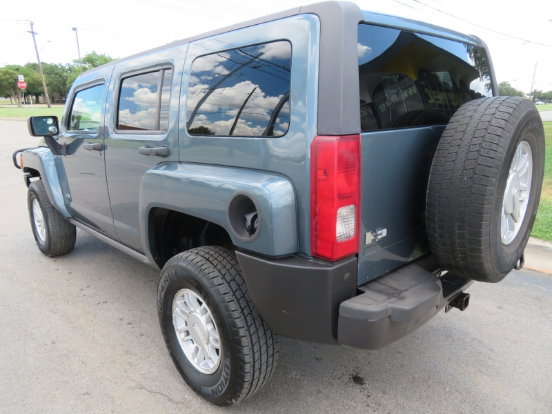 Hummer H3 2006 price $7,999