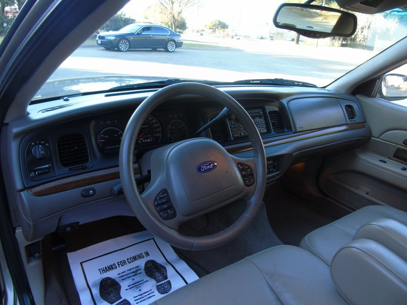 2004 Ford Crown Victoria 4dr Sdn LX - Inventory | Autonet | Auto