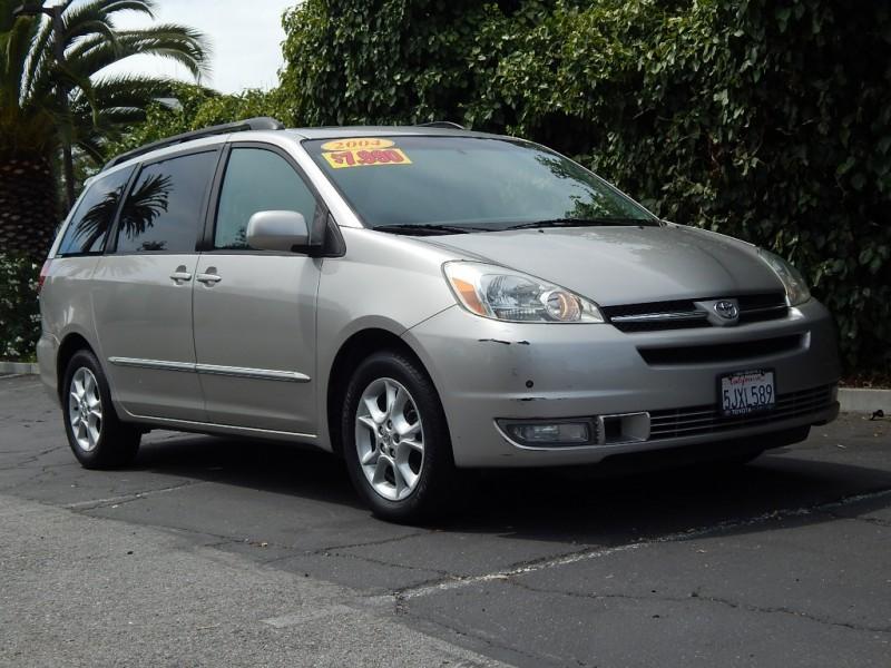 Toyota Sienna 2004 price $8,995