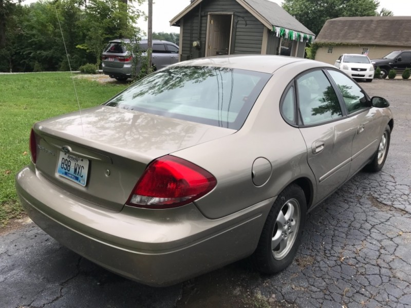 Ford Taurus 2004 price $1,495