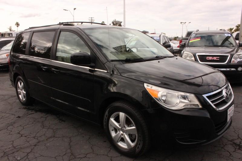 Volkswagen Routan 2009 price $6,495