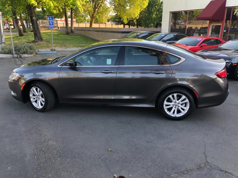 Chrysler 200 Limited FWD 2015 price $9,998