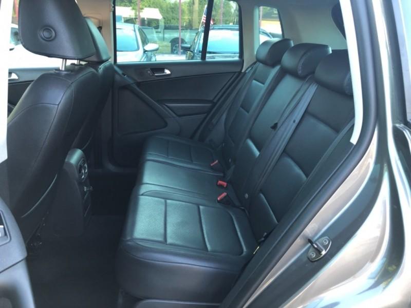 Volkswagen Tiguan SE 2011 price $7,998