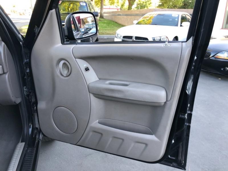 Jeep Liberty 2004 price $4,998