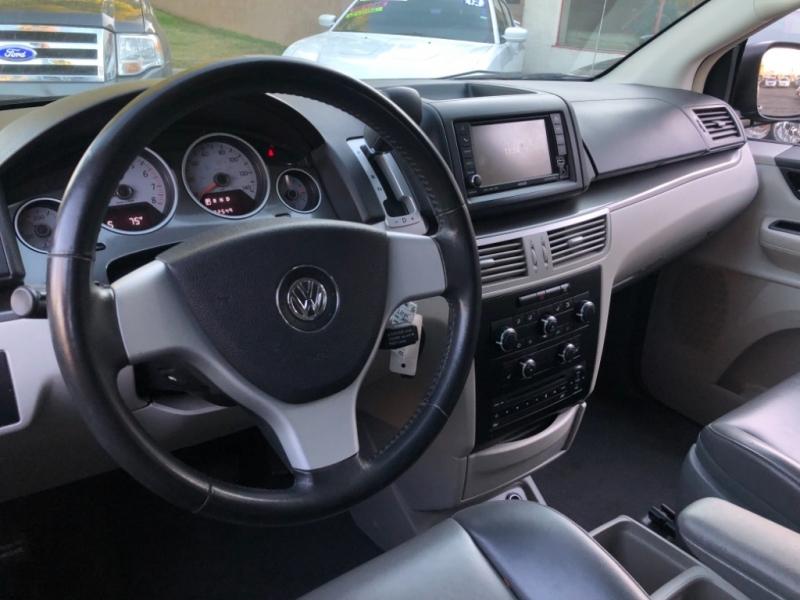 Volkswagen Routan SE 2010 price $6,998