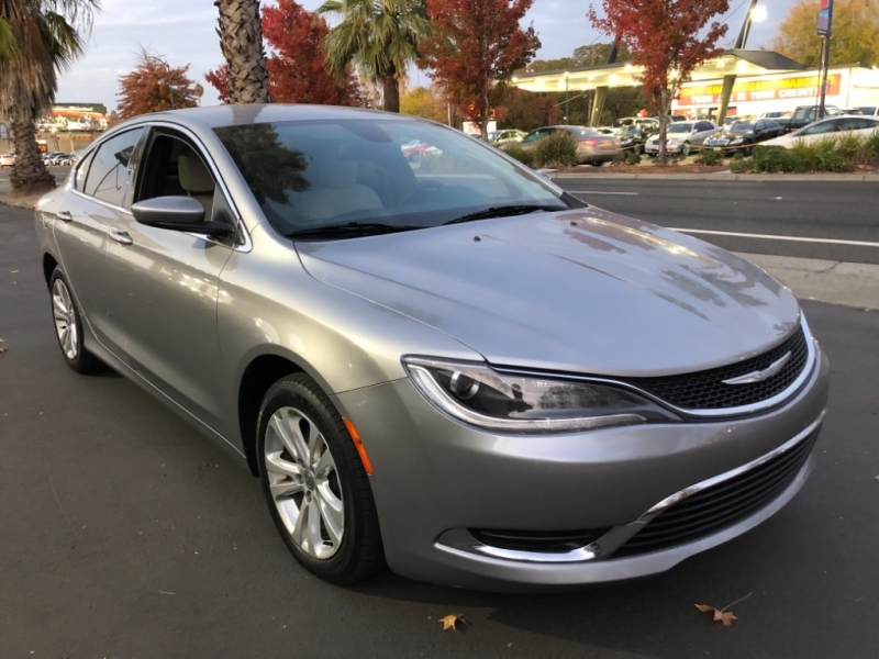Chrysler 200 Limited FWD 2015 price $8,998