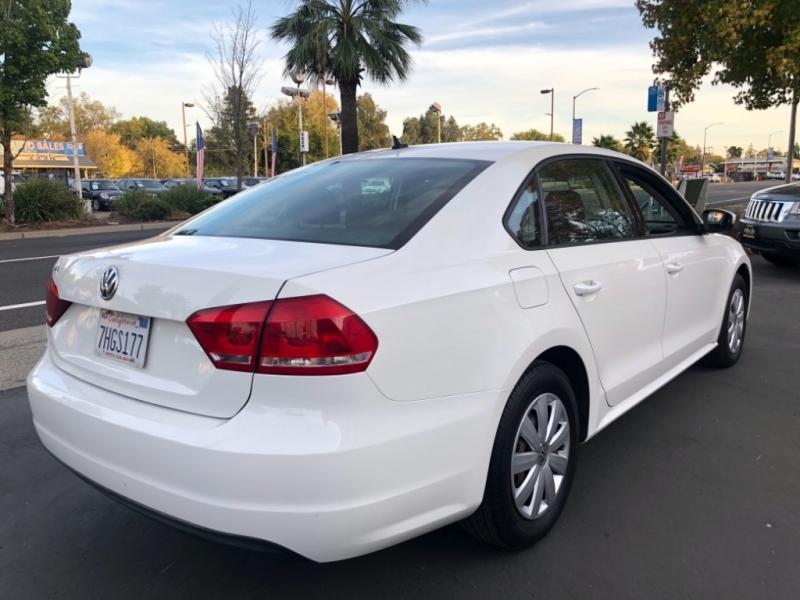 Volkswagen Passat 2013 price $6,498