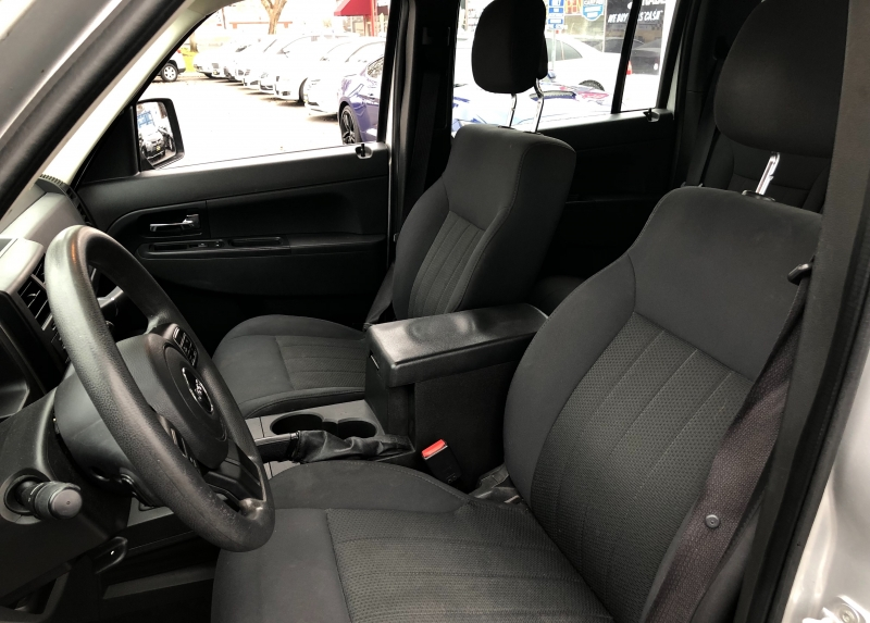 Jeep Liberty Latitude 4WD 2012 price $9,498