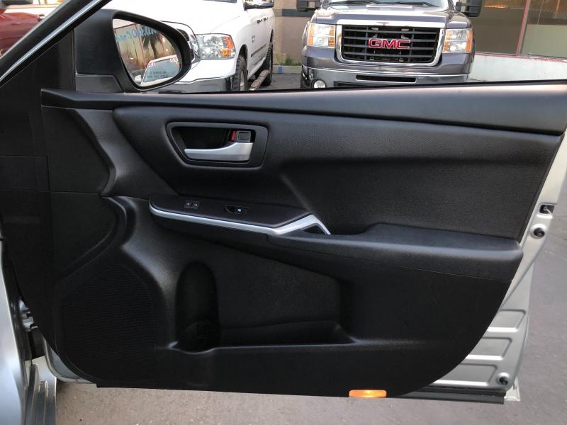 Toyota Camry SE 2017 price $12,998