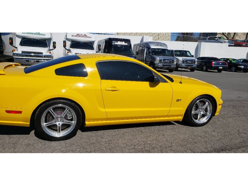 Ford Mustang 2005 price $16,900