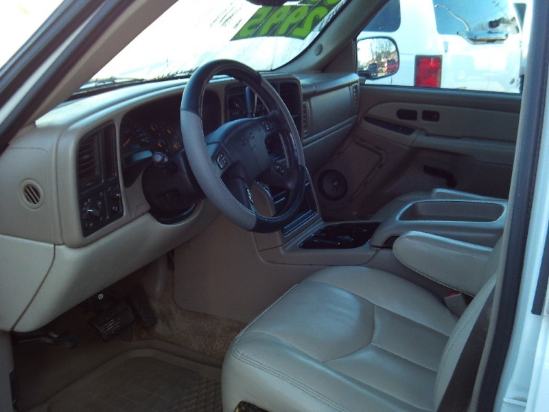 GMC Yukon XL 2003 price $2,995