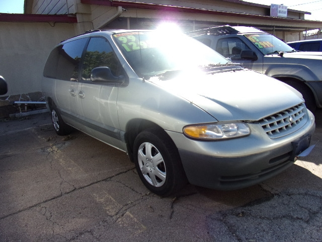 Plymouth Voyager 2000 price $1,295
