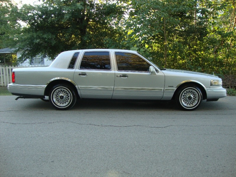 1997 Lincoln Town Car 4dr Sdn Executive Silver Inventory Regio