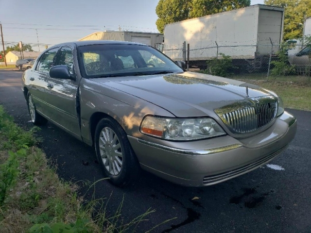 2003 Lincoln Town Car 4dr Sdn Executive Gold Inventory Regio