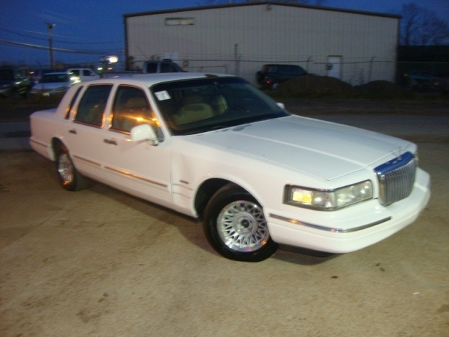 1997 Lincoln Town Car 4dr Sdn Executive White Inventory Regio