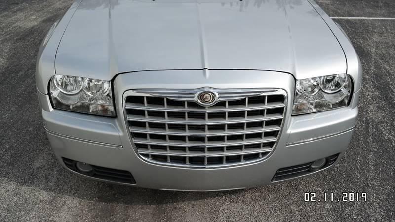 Chrysler 300 2008 price $4,499