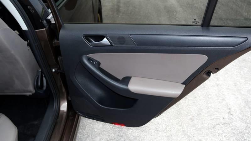 Volkswagen Jetta 2014 price $3,999