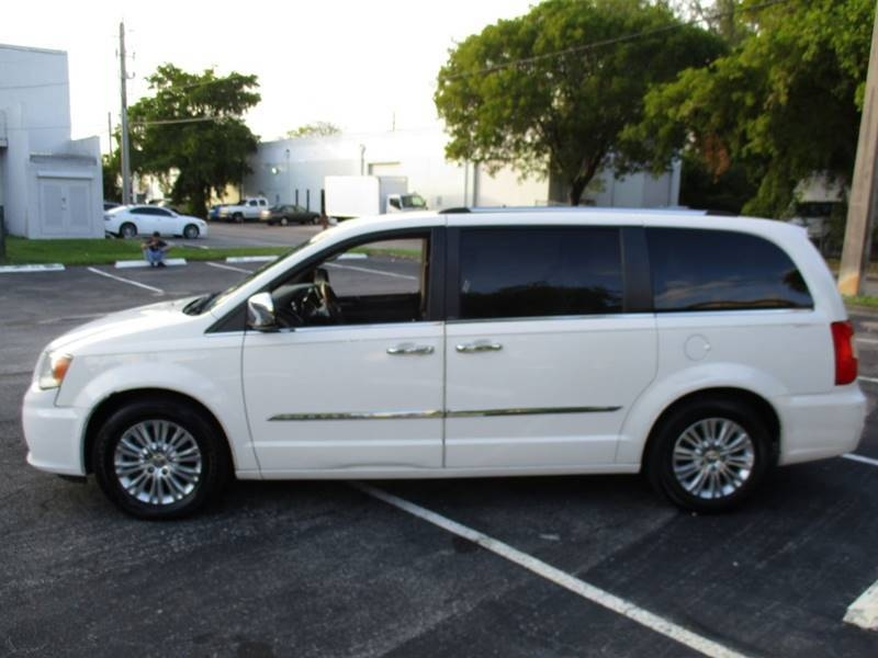 Chrysler Town and Country 2012 price $5,999