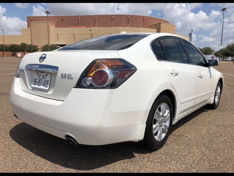 Nissan Altima 2011 price $4,900 Cash