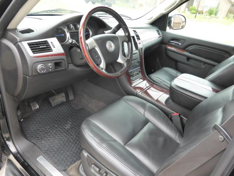Cadillac Escalade ESV 2010 price $17,995