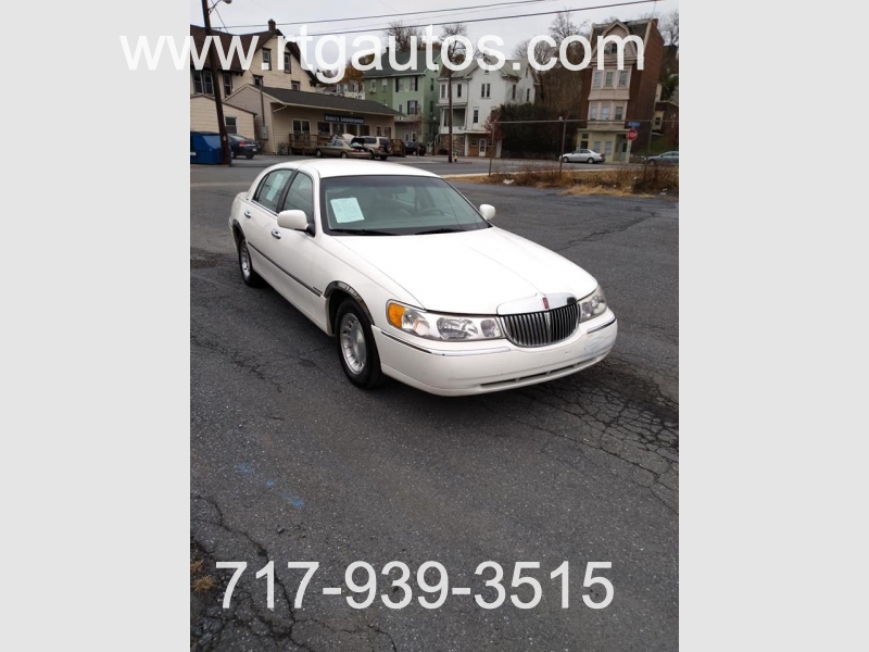 Lincoln Town Car 2000 price $1,600