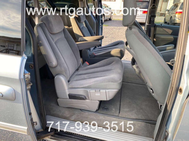 Chrysler Town & Country 2005 price $3,000