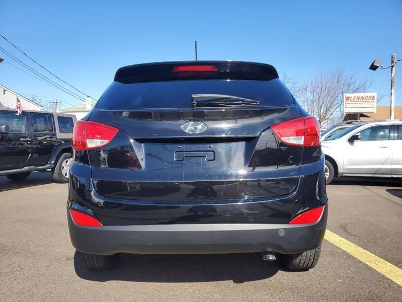 Hyundai Tucson 2015 price $9,999