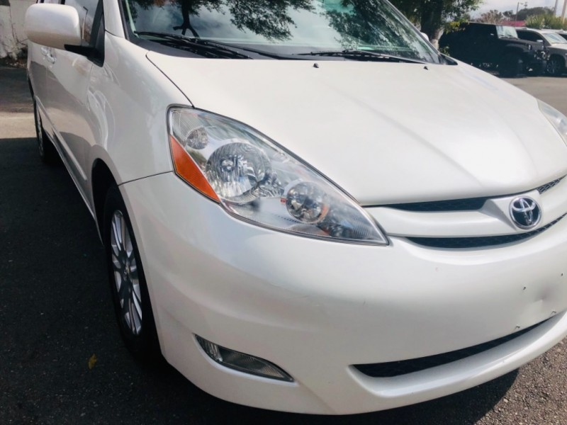 Toyota Sienna 2010 price $11,790