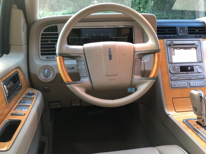 Lincoln Navigator 2007 price $9,990