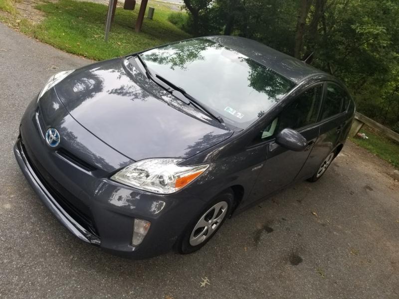 Toyota Prius 2015 price $9,900