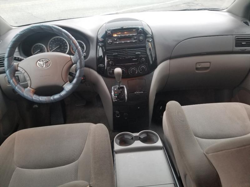 Toyota Sienna 2005 price $4,500
