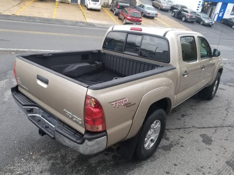 Toyota Tacoma 2008 price $10,500