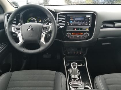 Mitsubishi Outlander PHEV 2019 price $47,298