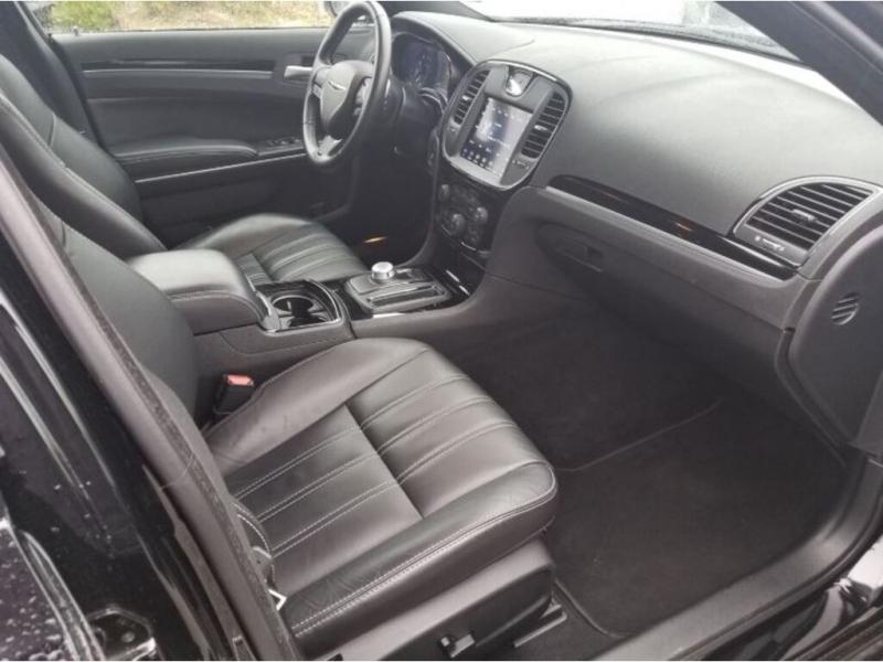 Chrysler 300 2019 price $32,995