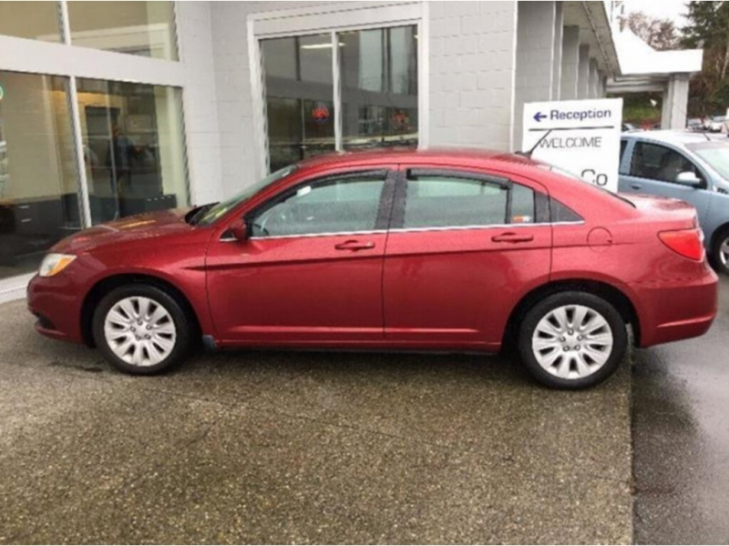 Chrysler 200 2013 price $9,488