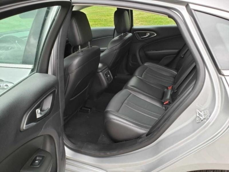 Chrysler 200 2016 price $17,888