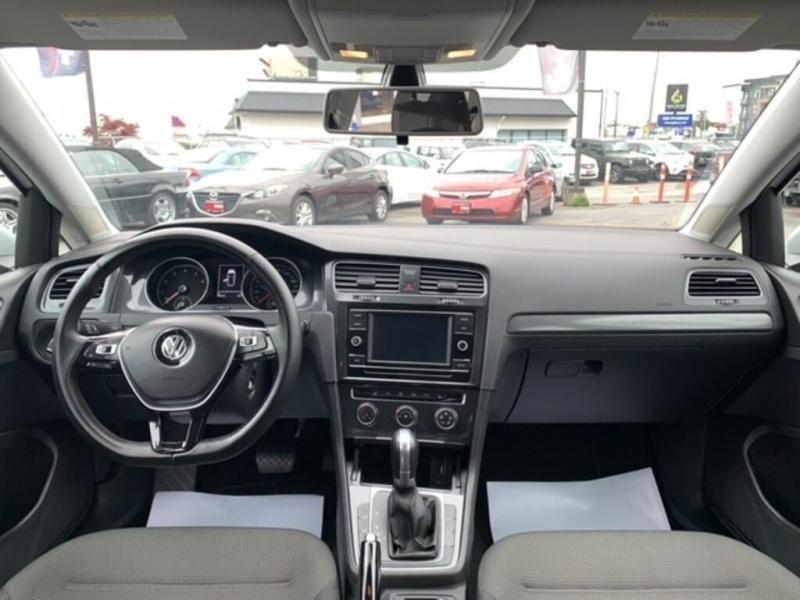 Volkswagen Golf 2018 price $17,288