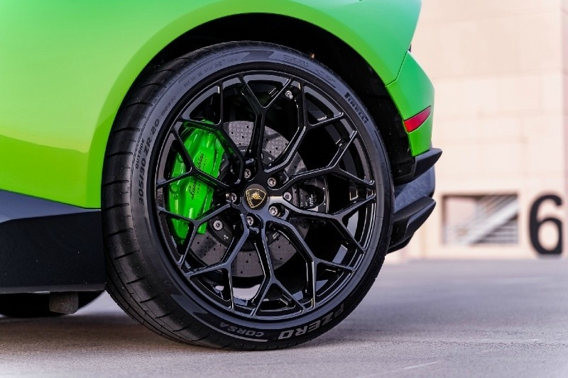 Lamborghini Huracan Performante 2019 price $299,800