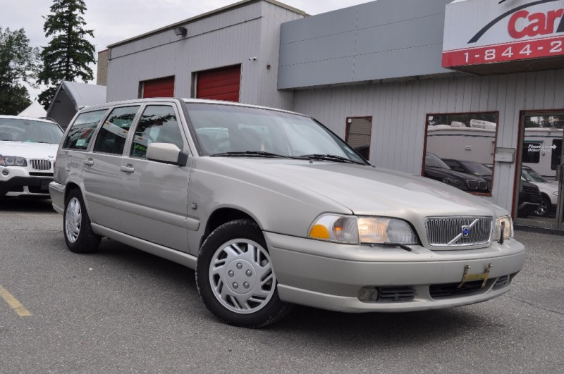 2000 Volvo V70 - SUNROOF! LEATHER! BC ONLY!