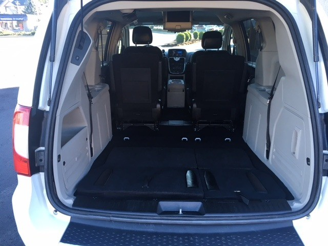 Chrysler Town & Country 2012 price $12,499