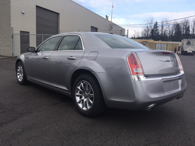 Chrysler 300-Series 2013 price $13,999