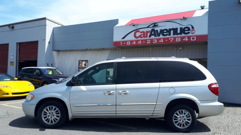 Chrysler Town & Country 2002 price $3,999