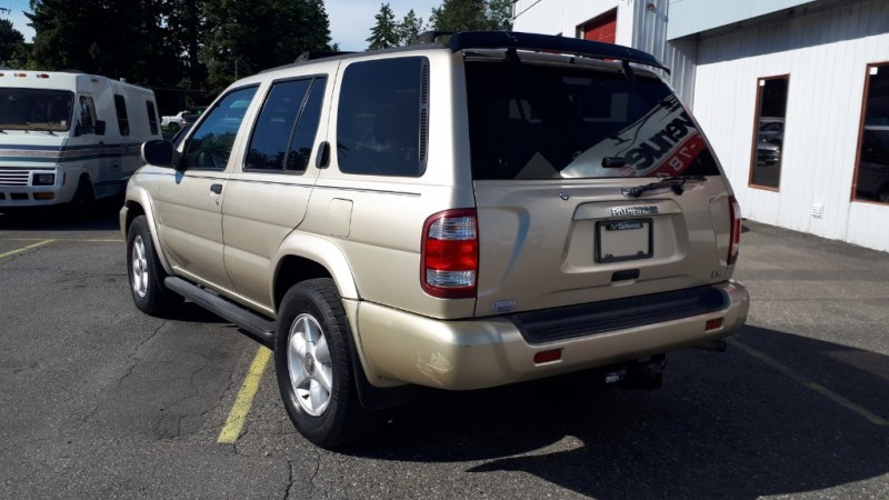 Nissan Pathfinder 2000 price $4,999