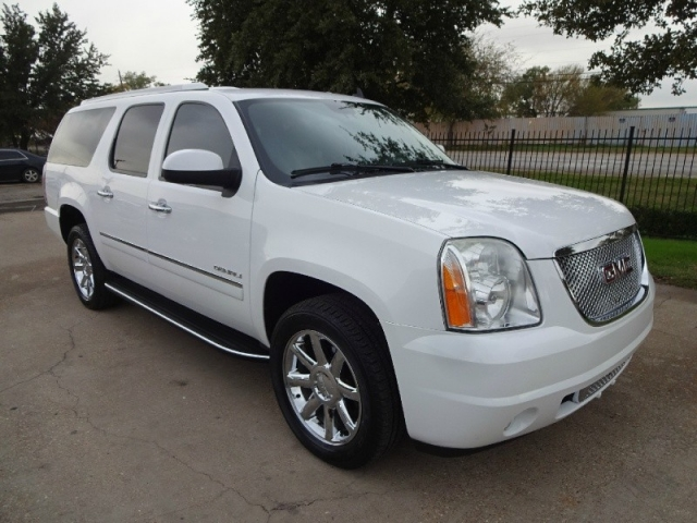 2011 GMC Yukon Denali XL AWD NAV TV/DVD