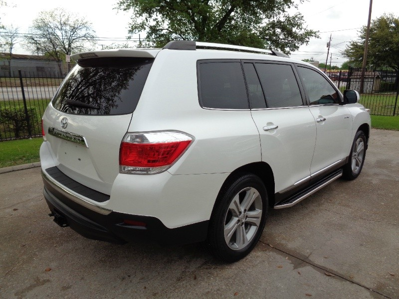 Toyota Highlander Limited Navigation 2013 price $15,995