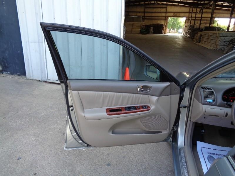 Toyota Camry XLE V6 2006 price $3,995