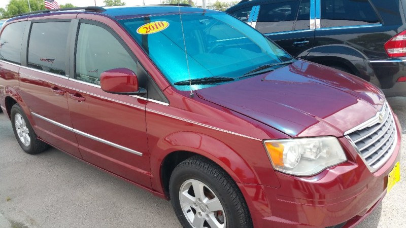 Chrysler Town & Country 2010 price Call Dealer