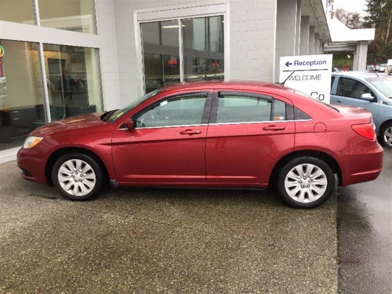 Chrysler 200 2013 price $13,999